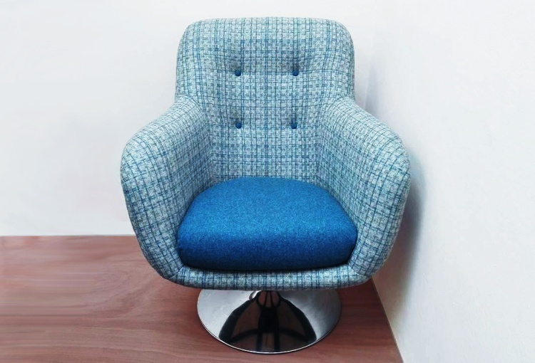 Swivel egg chair